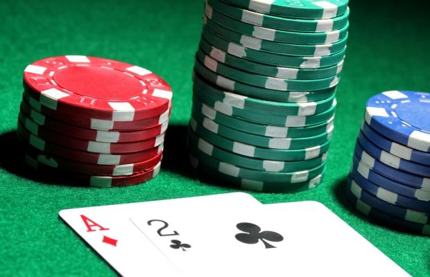 Marginal Hands in Poker